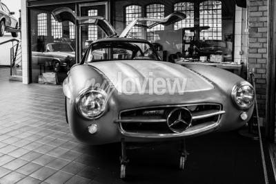 Fototapete Body Mercedes-Benz 300SL in der Restaurierungswerkstatt von Mercedes-Benz