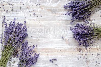 Fototapete Trockener Lavendeldesign mit Blumenstrauß auf Draufsichtmodell des hölzernen Hintergrundes