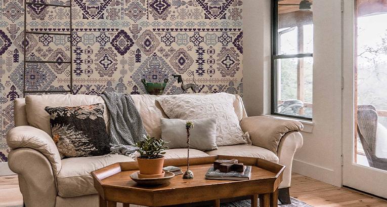 Herbstliche Interieurs – Gold, sich angenehm anfühlende Möbel und Elemente aus der Welt der Natur