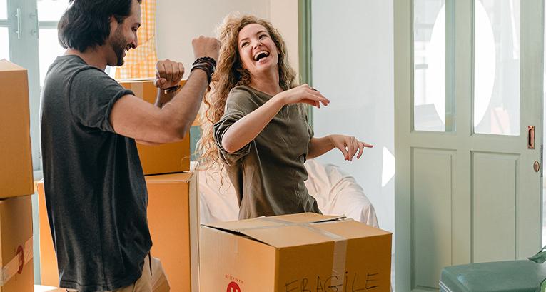 Erster Auszug – was muss man mitnehmen und wie kann man eine neue Wohnung einrichten?