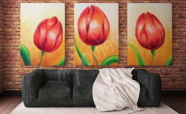 Bild mit roten Tulpen im Wohnzimmer