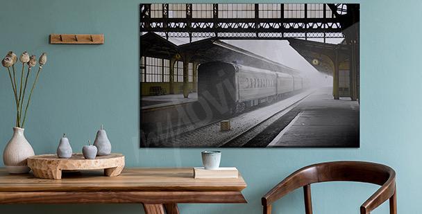 Bild Wagen an einem Bahnhof