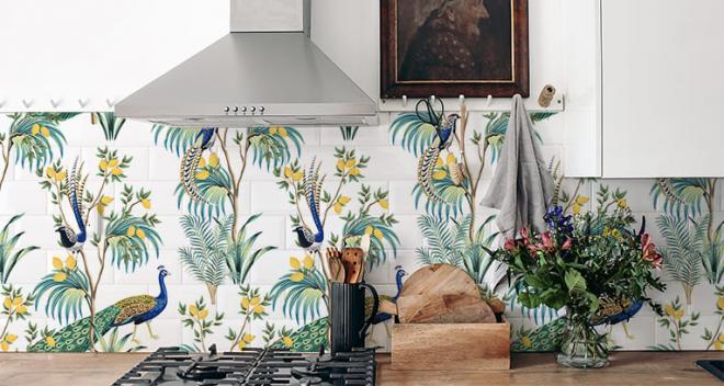 Wie kann man Wandfliesen streichen und das Interieur so schnell auffrischen? Tipps