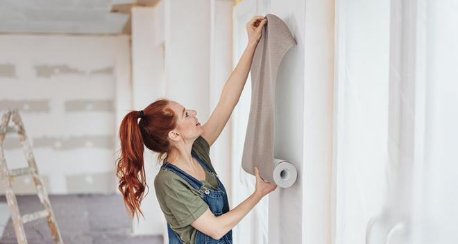 Wie verlegt man Tapete in den Ecken? Eine Anleitung: Schritt für Schritt
